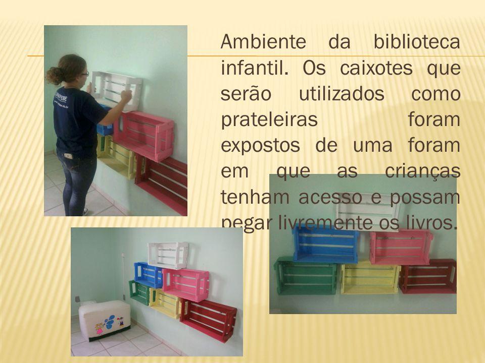 Ambiente da biblioteca infantil.