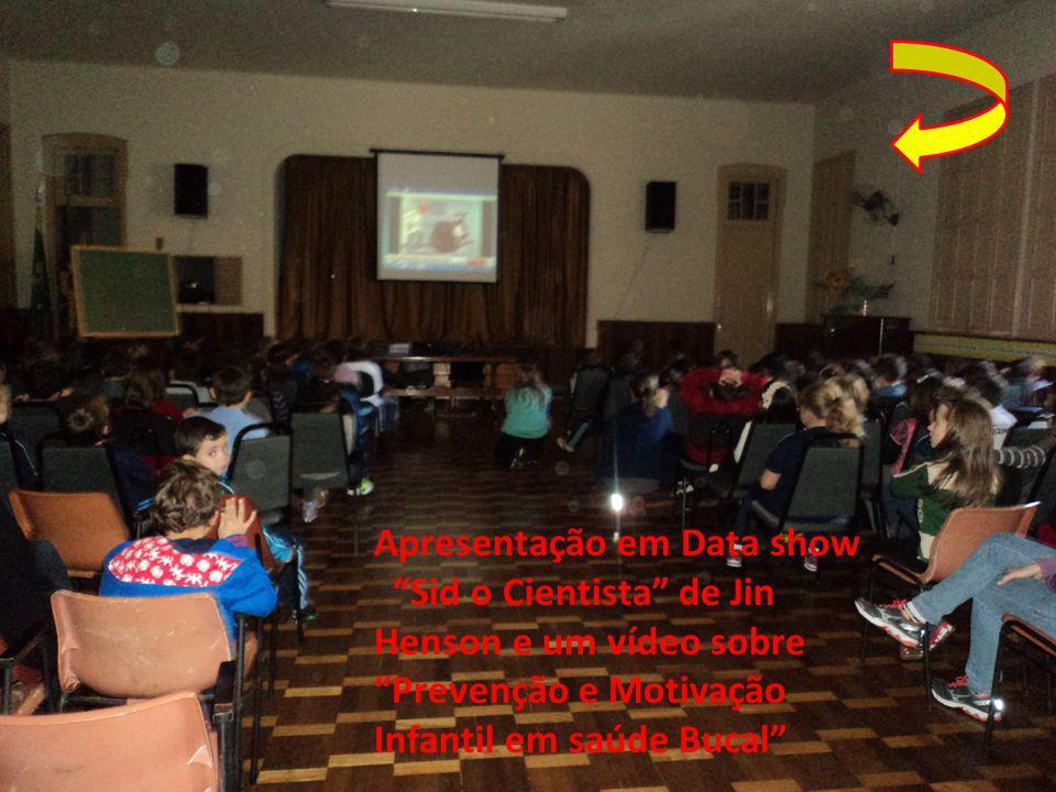 """Apresentação em Data show """"Sid o Cientista"""" de Jin Henson e um vídeo sobre """"Prevenção e Motivação Infantil em saúde Bucal"""""""