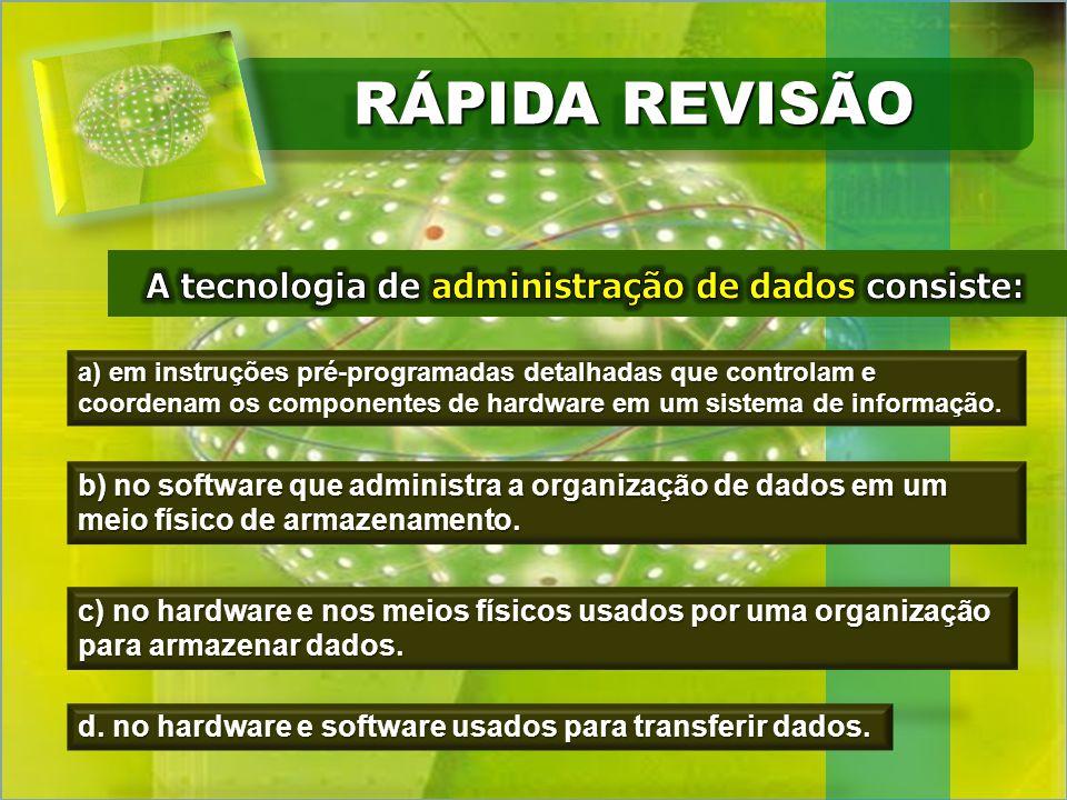 a) em instruções pré-programadas detalhadas que controlam e coordenam os componentes de hardware em um sistema de informação.