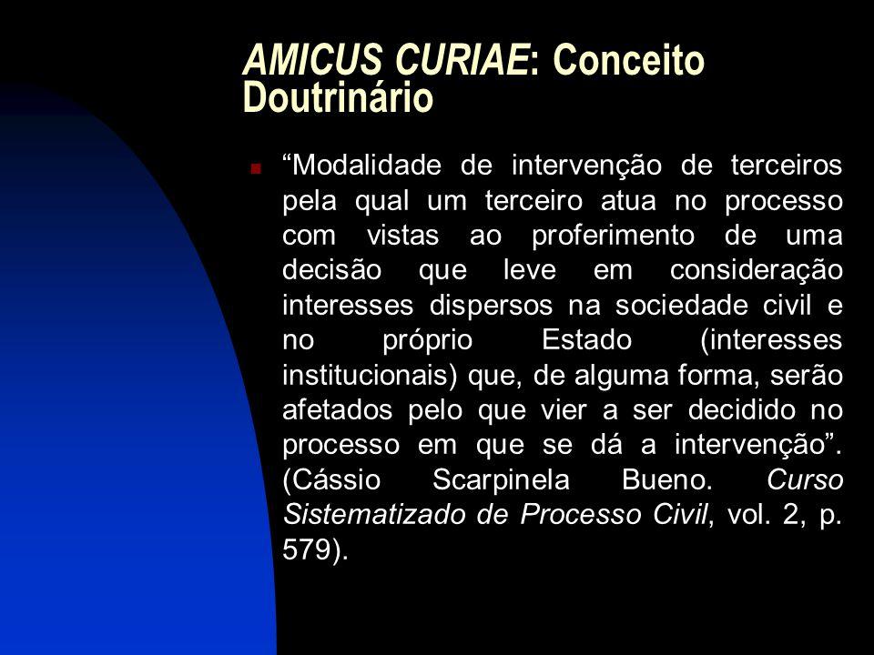 """AMICUS CURIAE : Conceito Doutrinário """"Modalidade de intervenção de terceiros pela qual um terceiro atua no processo com vistas ao proferimento de uma"""