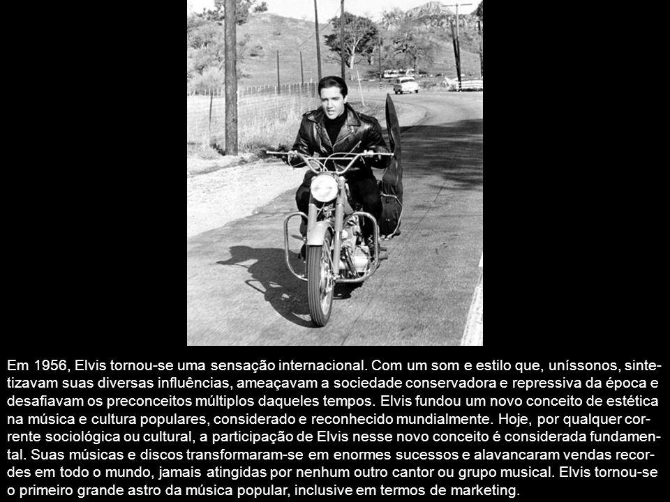 Em 1955, deu-se a gênese do sucesso nacional de Elvis. Foi nesse ano também que Elvis conhe- ceu seu futuro empresário, o Coronel Tom Parker, que agen