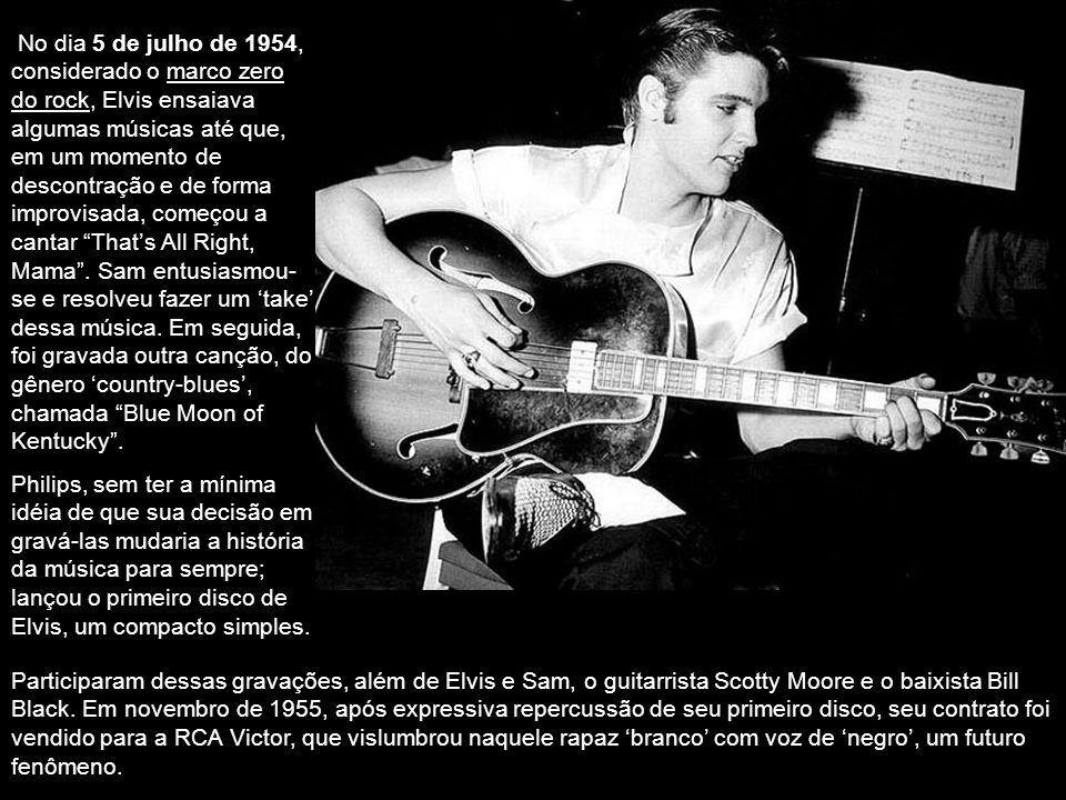Em 1953, Elvis pagou para gravar um disco num estúdio semi-amador para presentear sua mãe. A gravação chegou às mãos do produtor Sam Philips, dono da