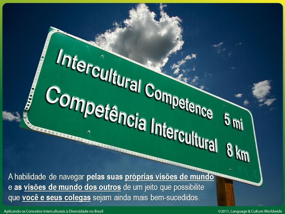 Competência intercultural A habilidade de navegar pelas suas próprias visões de mundo e as visões de mundo dos outros de um jeito que possibilite que você e seus colegas sejam ainda mais bem-sucedidos.