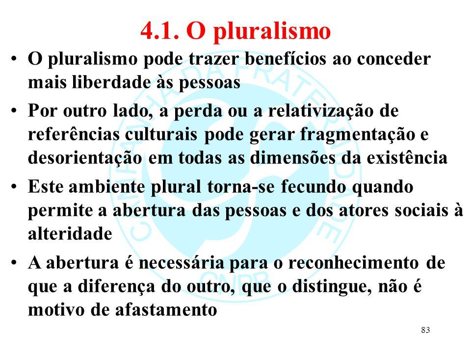 4.1. O pluralismo O pluralismo pode trazer benefícios ao conceder mais liberdade às pessoas Por outro lado, a perda ou a relativização de referências