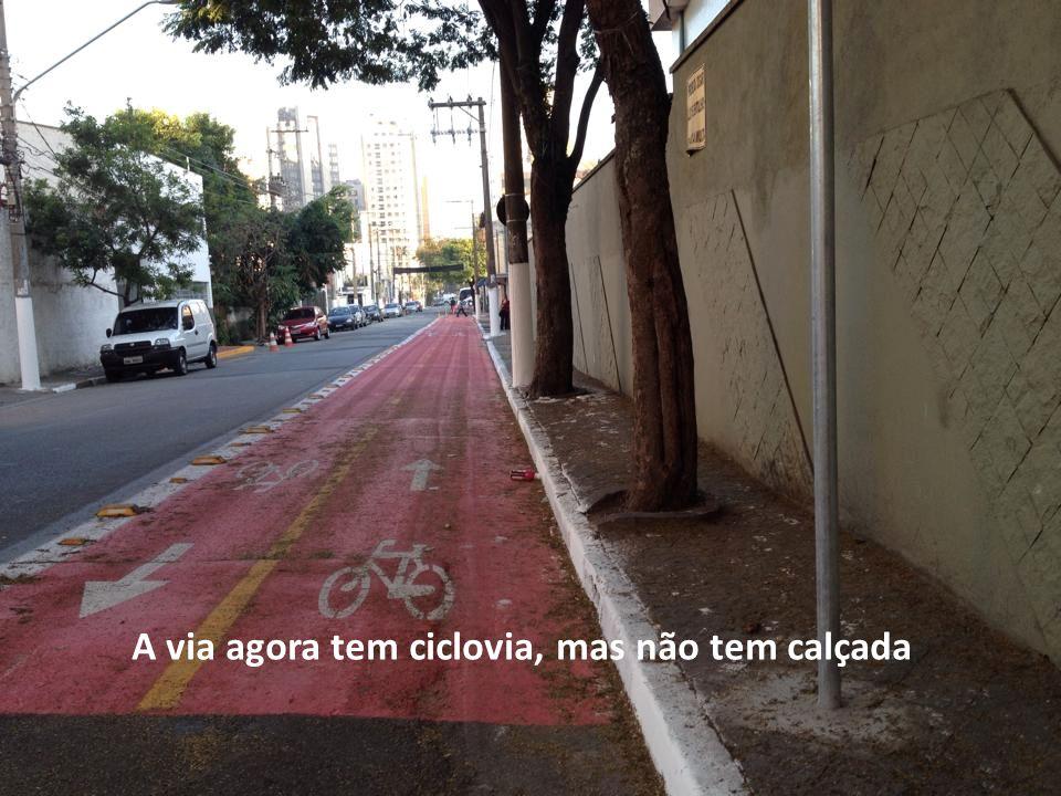 A via agora tem ciclovia, mas não tem calçada
