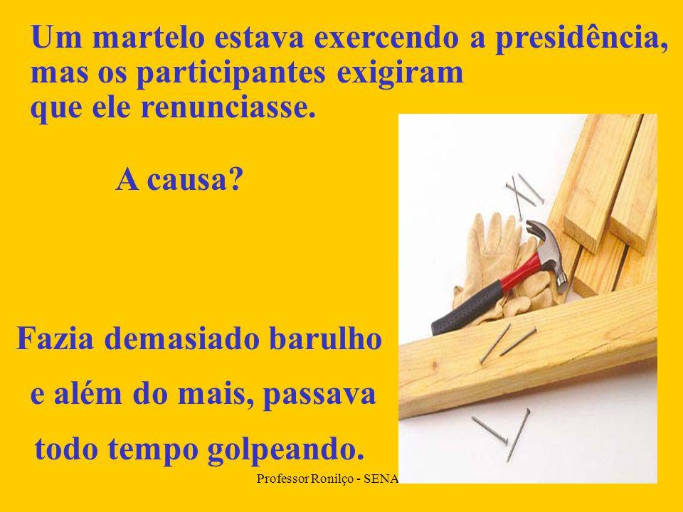 Professor Ronilço - SENAI MS Um martelo estava exercendo a presidência, mas os participantes exigiram que ele renunciasse.