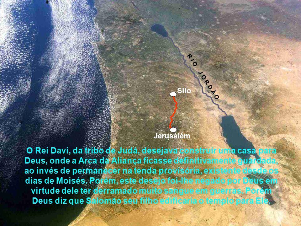 Assim a tenda da congregação foi montada em Jerusalém, porém Davi não se conformava em morar num palácio enquanto que a arca de seu Deus morava dentro