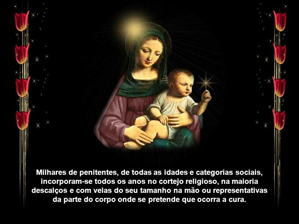 """A sétima dor, a """"Soledade"""", está representada no altar-mor por uma bela imagem de Nossa Senhora das Dores. A procissão de Nossa Senhora das Dores come"""