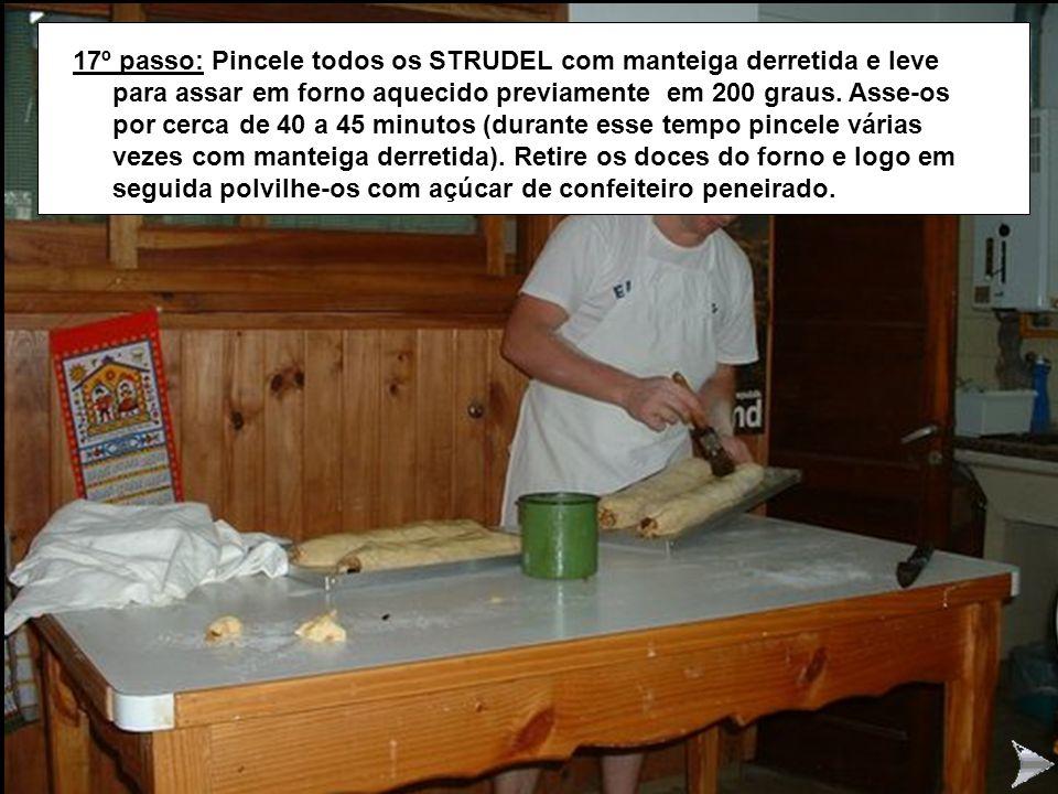 STRUDEL17 17º passo: Pincele todos os STRUDEL com manteiga derretida e leve para assar em forno aquecido previamente em 200 graus. Asse-os por cerca d