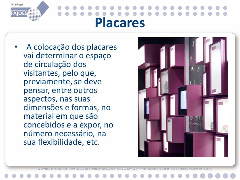 Placares A colocação dos placares vai determinar o espaço de circulação dos visitantes, pelo que, previamente, se deve pensar, entre outros aspectos, nas suas dimensões e formas, no material em que são concebidos e a expor, no número necessário, na sua flexibilidade, etc.