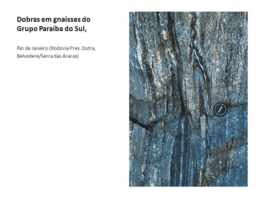 Dobras em gnaisses do Grupo Paraíba do Sul, Rio de Janeiro (Rodovia Pres. Dutra, Belvedere/Serra das Araras)
