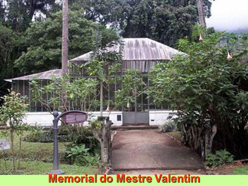 Memorial do Mestre Valentim Memorial do Mestre Valentim Valentim da Fonseca e Silva (1745-1813) Escultor, entalhador e urbanista, era natural de Serro