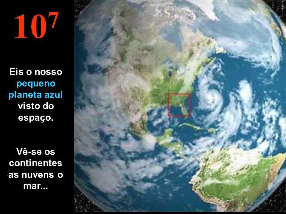 10 7 Eis o nosso pequeno planeta azul visto do espaço. Vê-se os continentes as nuvens o mar...