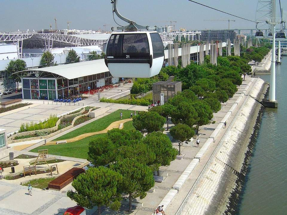 Este espaço, com uma área de 340 hectares e junto ao rio Tejo, não foi deixado ao abandono e é hoje conhecido como Parque das Nações.
