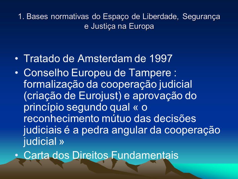 1.Bases normativas do Espaço de Liberdade, Segurança e Justiça na Europa Antes do Tratado de Lisboa (entrado em vigor 1/12/ 2009)  Cooperação judicial  Direito penal material  Processo penal = Iniciativa e competência intergovernamental / processo legislativo específico (adoção pelo Conselho por unanimidade c/ aviso Parlamento Europeu) Tratado de Lisboa (1/12/2009) Integração da Justiça como uma matéria de iniciativa mixta (EM e EC) Adoção de legislação segundo o processo ordinário (Conselho-Parlamento) Base legal para desenvolver o princípio de reconhecimento mútuo y de harmonização das legislações inclusive en matéria de direito penal y processo penal (Garantias Fundamentais).