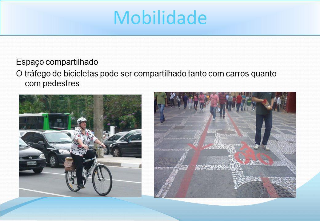 Espaço compartilhado O tráfego de bicicletas pode ser compartilhado tanto com carros quanto com pedestres.
