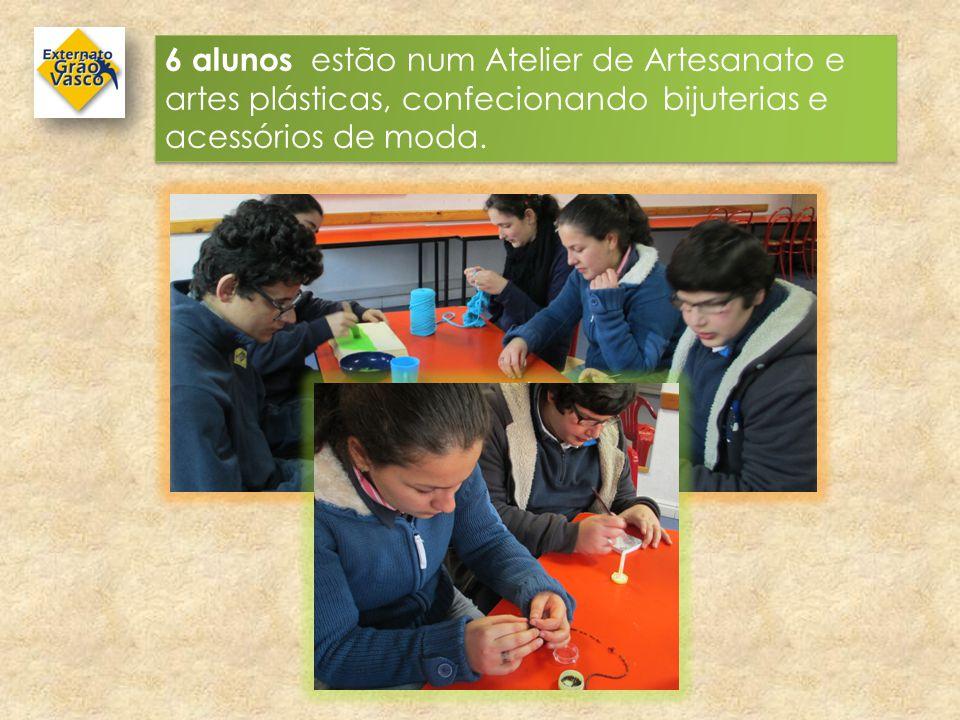 4 alunos estão a aprender o trabalho de Auxiliar de Ação Educativa em salas de Ensino Pré-Escolar.