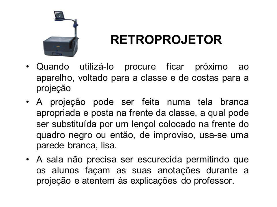 RETROPROJETOR Quando utilizá-lo procure ficar próximo ao aparelho, voltado para a classe e de costas para a projeção A projeção pode ser feita numa te
