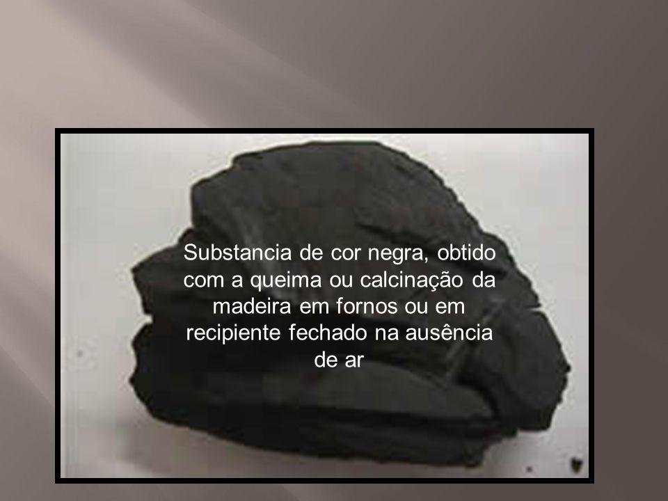Substancia de cor negra, obtido com a queima ou calcinação da madeira em fornos ou em recipiente fechado na ausência de ar