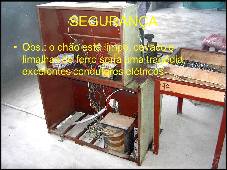 SEGURANÇA Obs.: o chão está limpo, cavaco e limalhas de ferro seria uma tragédia, excelentes condutores elétricos.