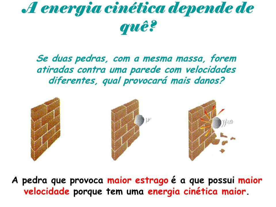 A energia cinética depende de quê? Se duas pedras, com a mesma massa, forem atiradas contra uma parede com velocidades diferentes, qual provocará mais