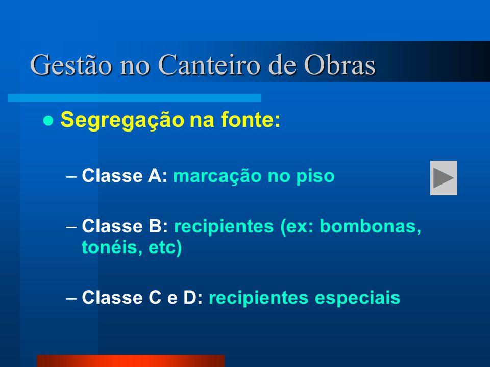 Segregação na fonte: –Classe A: marcação no piso –Classe B: recipientes (ex: bombonas, tonéis, etc) –Classe C e D: recipientes especiais Gestão no Can