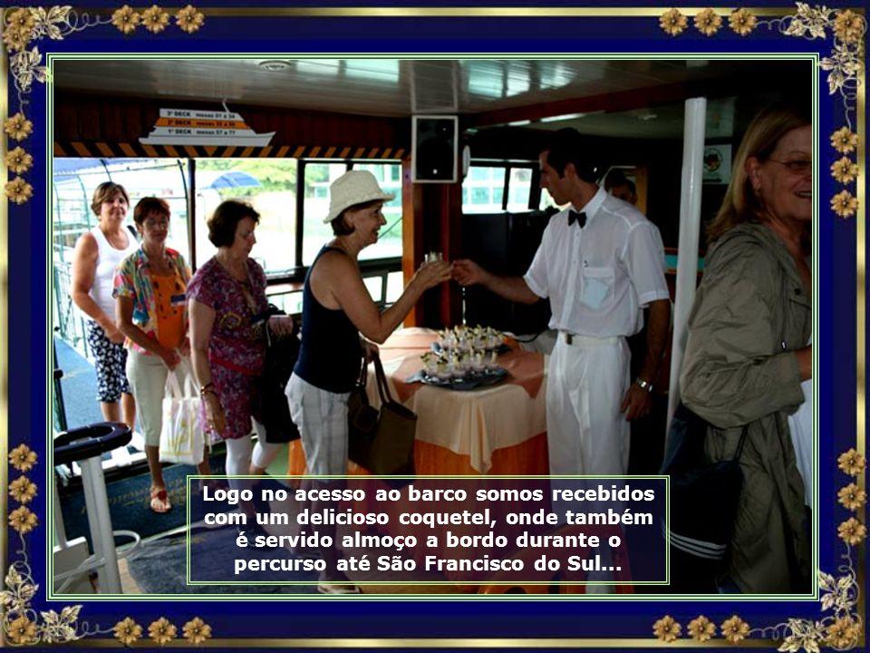 Vamos agora navegar pela Baía de Babitonga a bordo do Barco Príncipe III, de Joinville até São Francisco do Sul, passando por 14 ilhas...