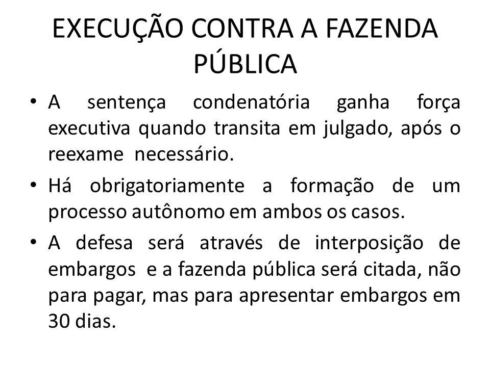 EXECUÇÃO CONTRA A FAZENDA PÚBLICA A sentença condenatória ganha força executiva quando transita em julgado, após o reexame necessário. Há obrigatoriam
