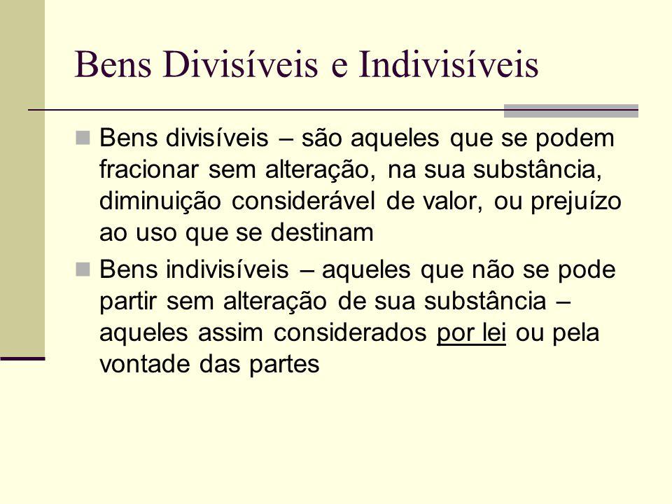Bens Divisíveis e Indivisíveis Bens divisíveis – são aqueles que se podem fracionar sem alteração, na sua substância, diminuição considerável de valor