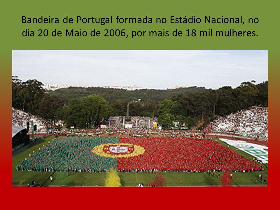 Hino nacional de Portugal A PORTUGUESA Heróis do mar, nobre Povo, Nação valente, imortal, Levantai hoje de novo O esplendor de Portugal.