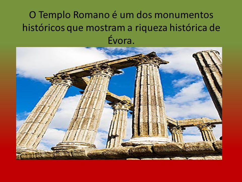 O Templo Romano é um dos monumentos históricos que mostram a riqueza histórica de Évora.