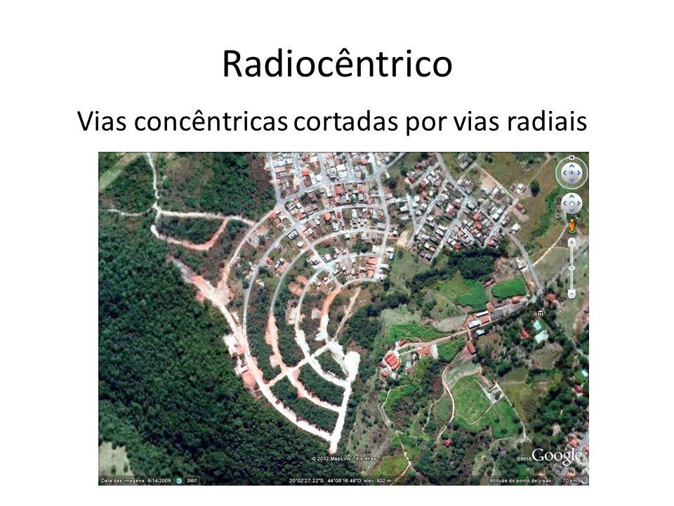Radiocêntrico Vias concêntricas cortadas por vias radiais