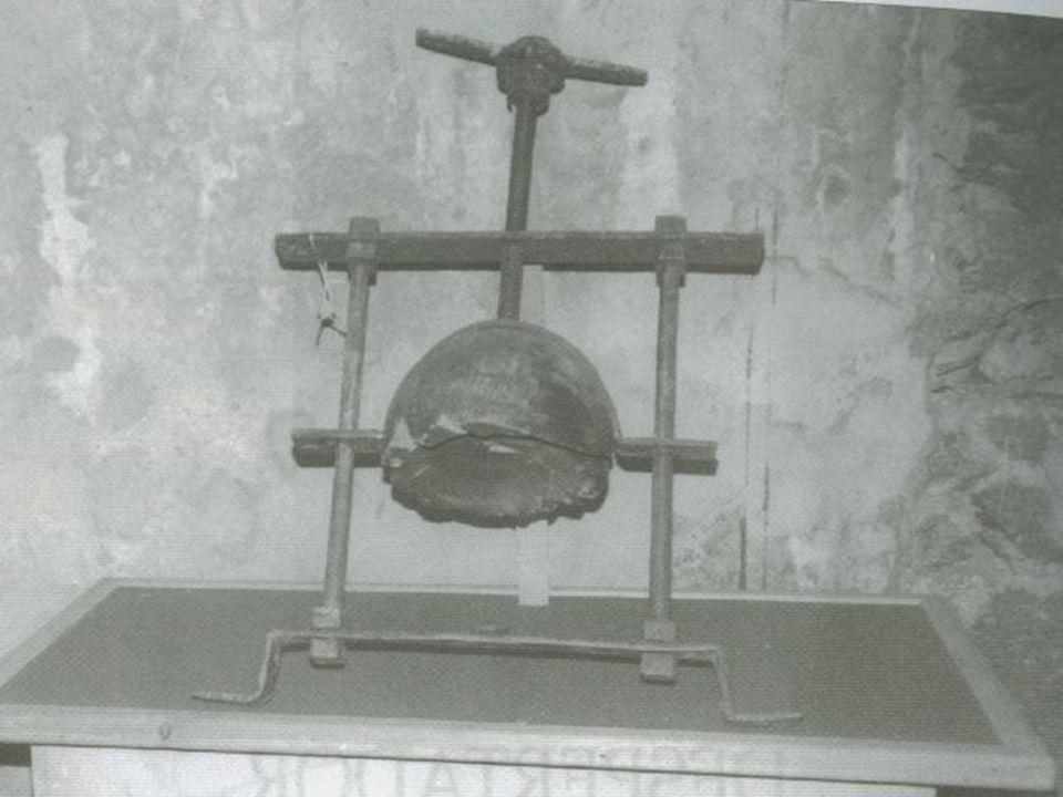 RODA DE DESPEDAÇAMENTO Esse instrumento produzia um sistema de morte horrível.