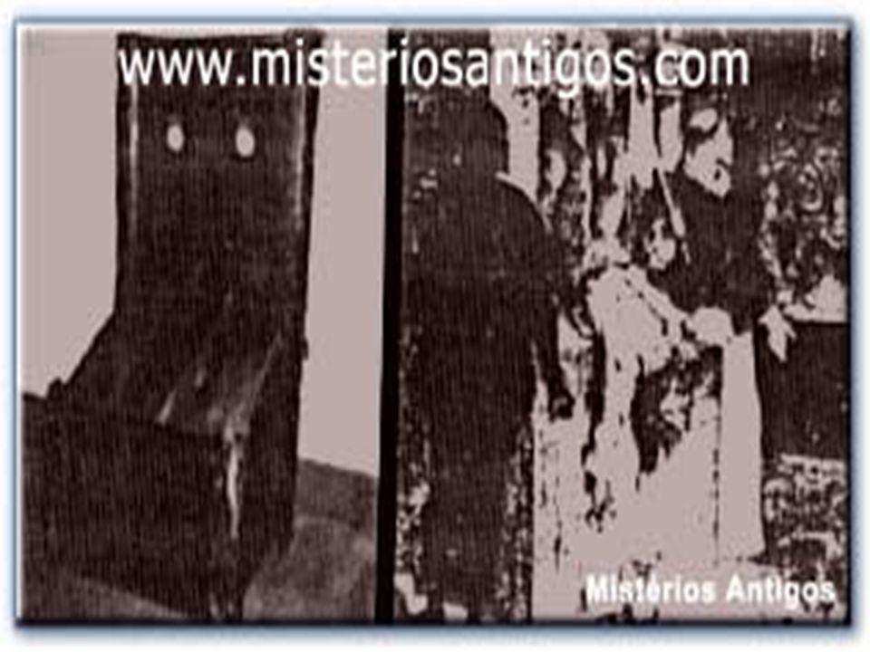 Mesa de Evisceração Sobre a mesa de evisceração, ou esquartejamento manual , o condenado era colocado deitado, preso pelas juntas e eviscerado vivo pelo carrasco.