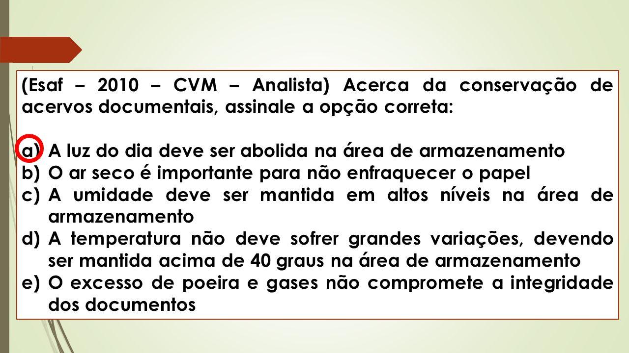 (Esaf – 2010 – CVM – Analista) Acerca da conservação de acervos documentais, assinale a opção correta: a)A luz do dia deve ser abolida na área de arma