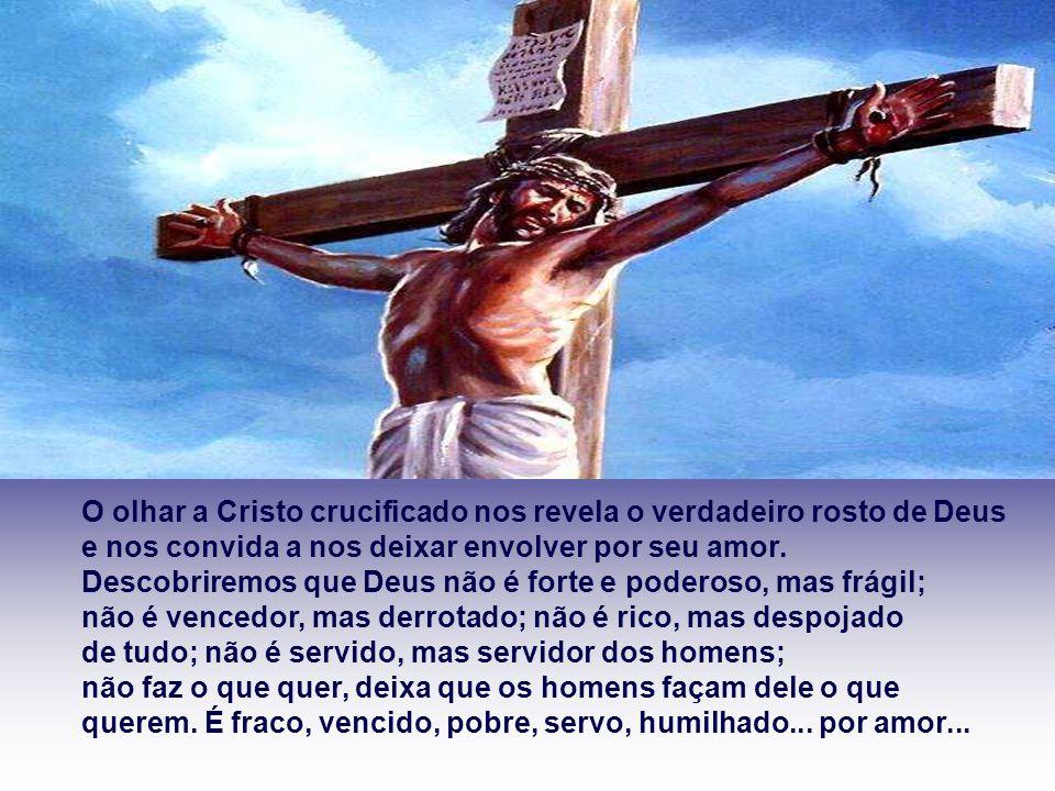 O olhar a Cristo crucificado nos revela o verdadeiro rosto de Deus e nos convida a nos deixar envolver por seu amor.