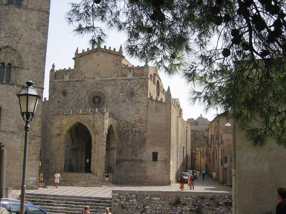 CATEDRAL DE ERICE Santa María da Assunta, do século XIV.