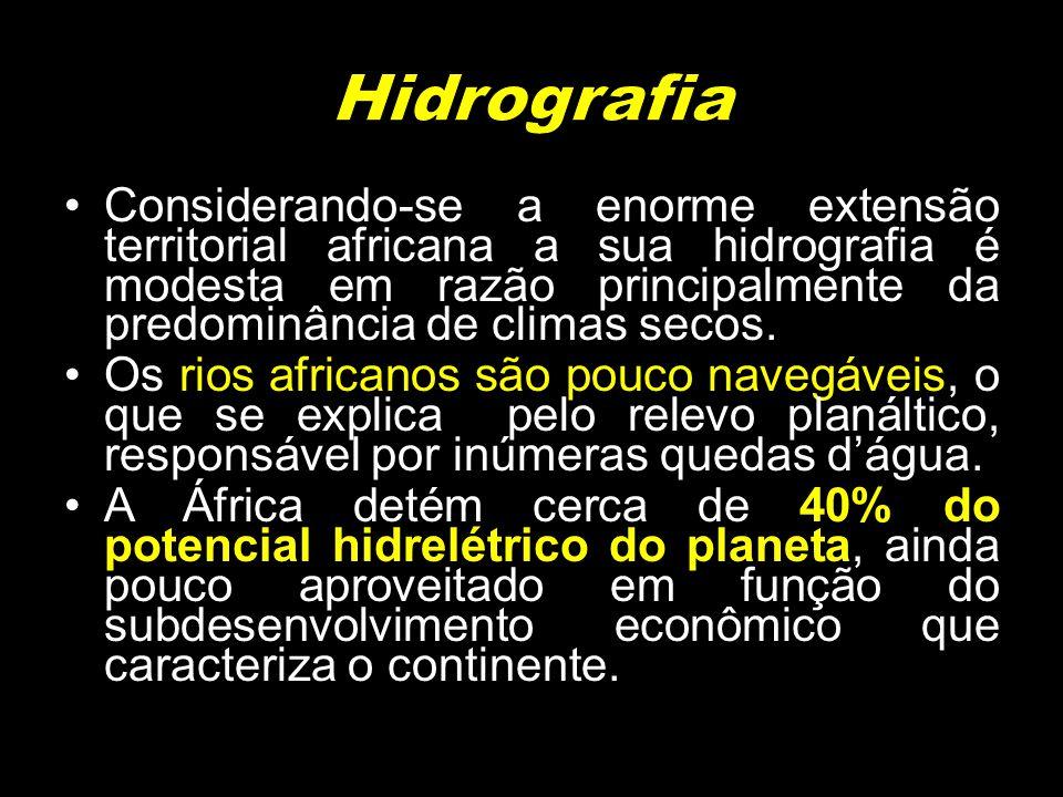 Considerando-se a enorme extensão territorial africana a sua hidrografia é modesta em razão principalmente da predominância de climas secos. Os rios a