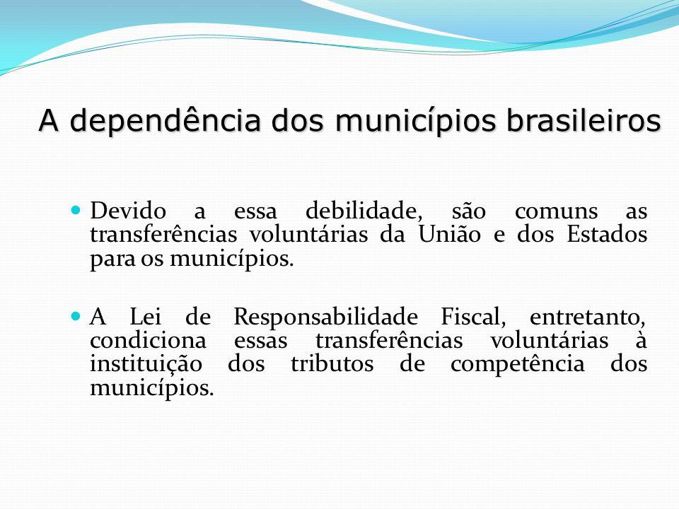 Devido a essa debilidade, são comuns as transferências voluntárias da União e dos Estados para os municípios. A Lei de Responsabilidade Fiscal, entret