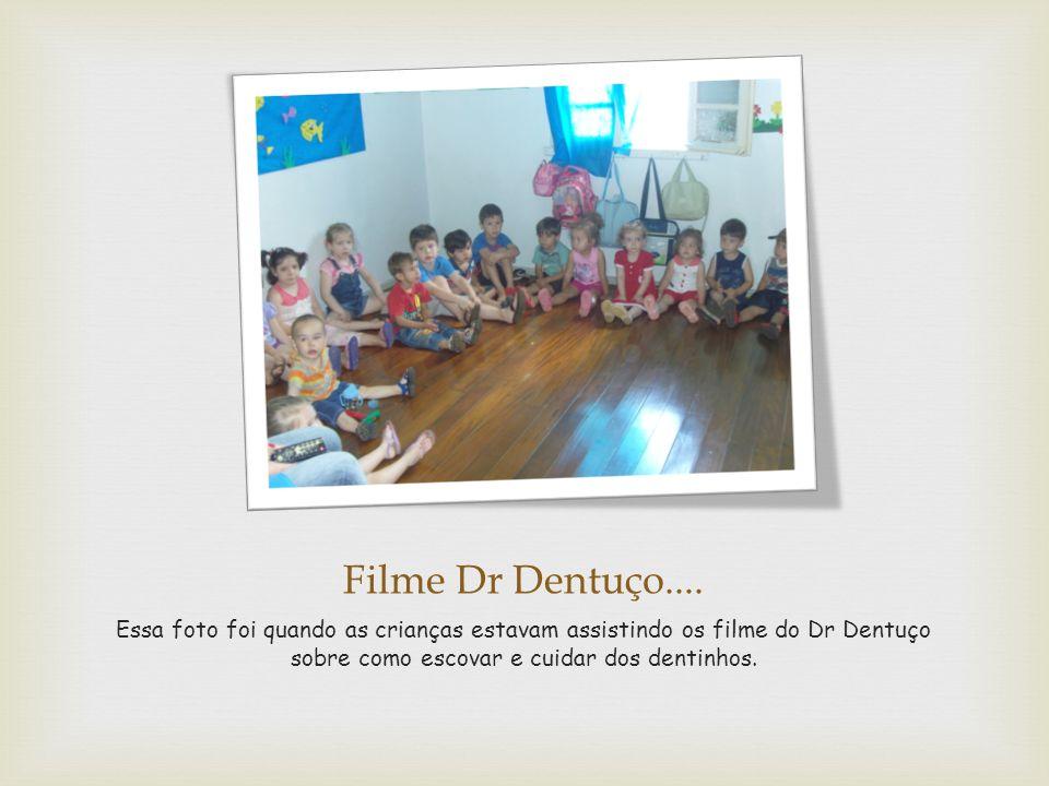 Filme Dr Dentuço.... Essa foto foi quando as crianças estavam assistindo os filme do Dr Dentuço sobre como escovar e cuidar dos dentinhos.