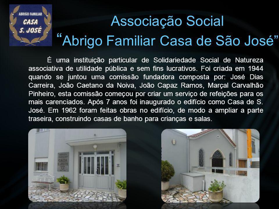 """Associação Cultural """"Bandinha Mirense"""" Tudo começou quando um grupo de amigos, numa paródia geral de alegria e divertimento musical, se juntava na ent"""