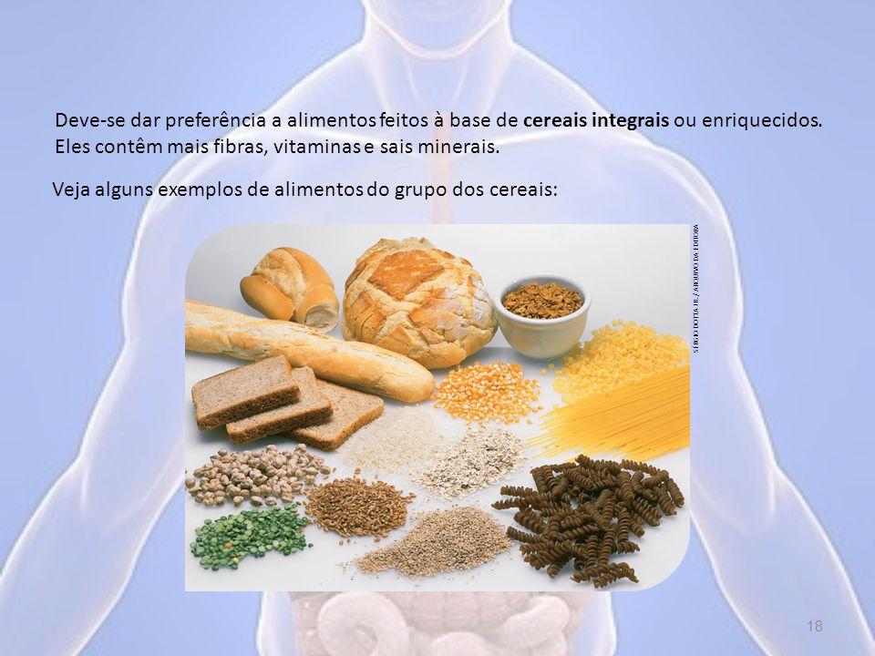 Deve-se dar preferência a alimentos feitos à base de cereais integrais ou enriquecidos.