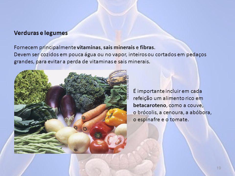 Verduras e legumes É importante incluir em cada refeição um alimento rico em betacaroteno, como a couve, o brócolis, a cenoura, a abóbora, o espinafre e o tomate.