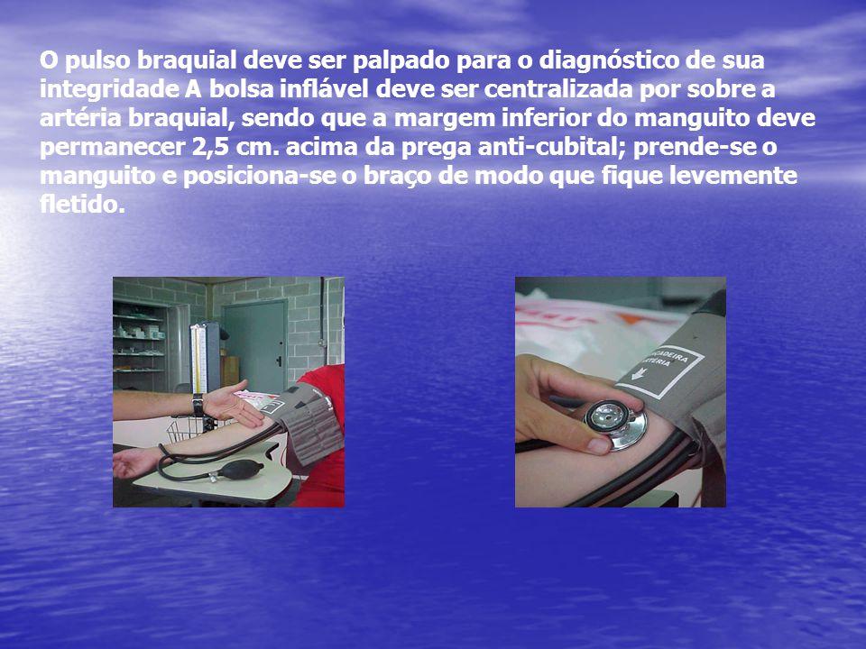 O pulso braquial deve ser palpado para o diagnóstico de sua integridade A bolsa inflável deve ser centralizada por sobre a artéria braquial, sendo que