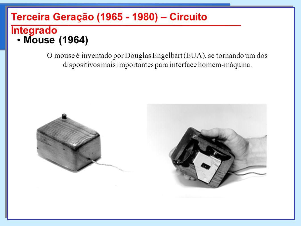 O mouse é inventado por Douglas Engelbart (EUA), se tornando um dos dispositivos mais importantes para interface homem-máquina.