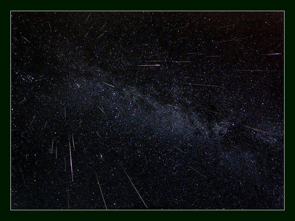 Sark não tem iluminação pública, nem estradas pavimentadas, nem carros, resultando que, quando a noite cai, o céu é muito escuro, onde a Via Láctea, constelações, estrelas cadentes e as incontáveis estrelas são  um maravilhoso espectáculo noturno.