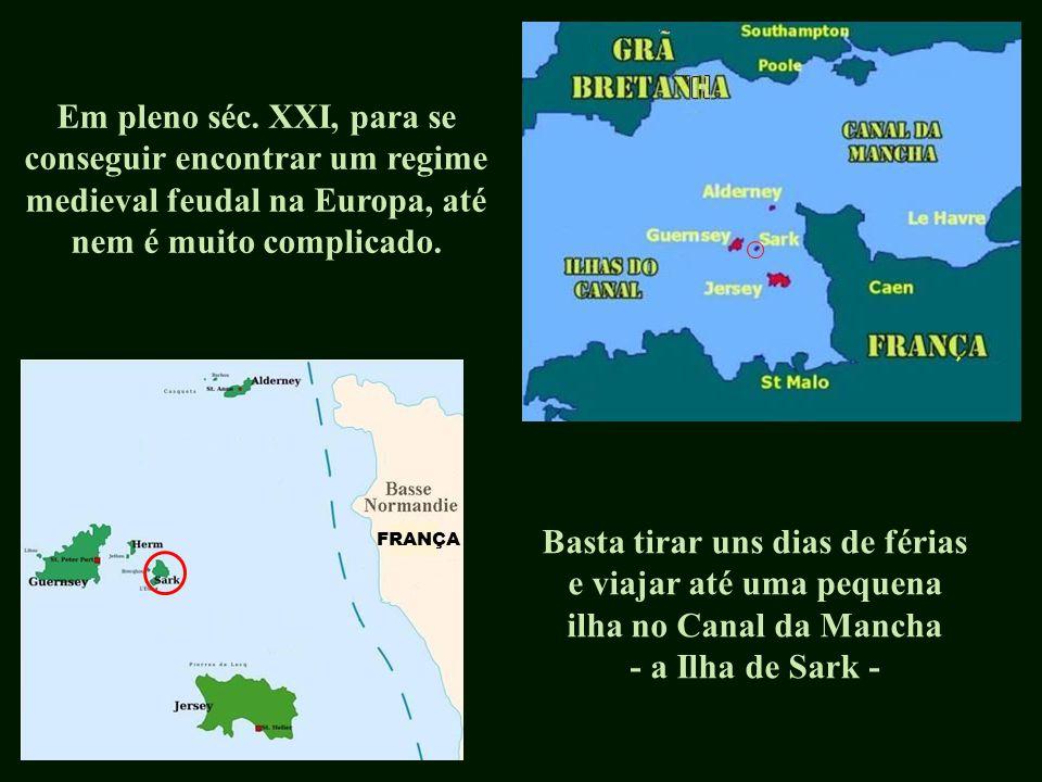 França Sark Esta ilha está situada no Canal da Mancha, junto da costa francesa e faz parte do chamado 'Grupo das Ilhas do Canal', sendo um território que está sob soberania da coroa britânica.