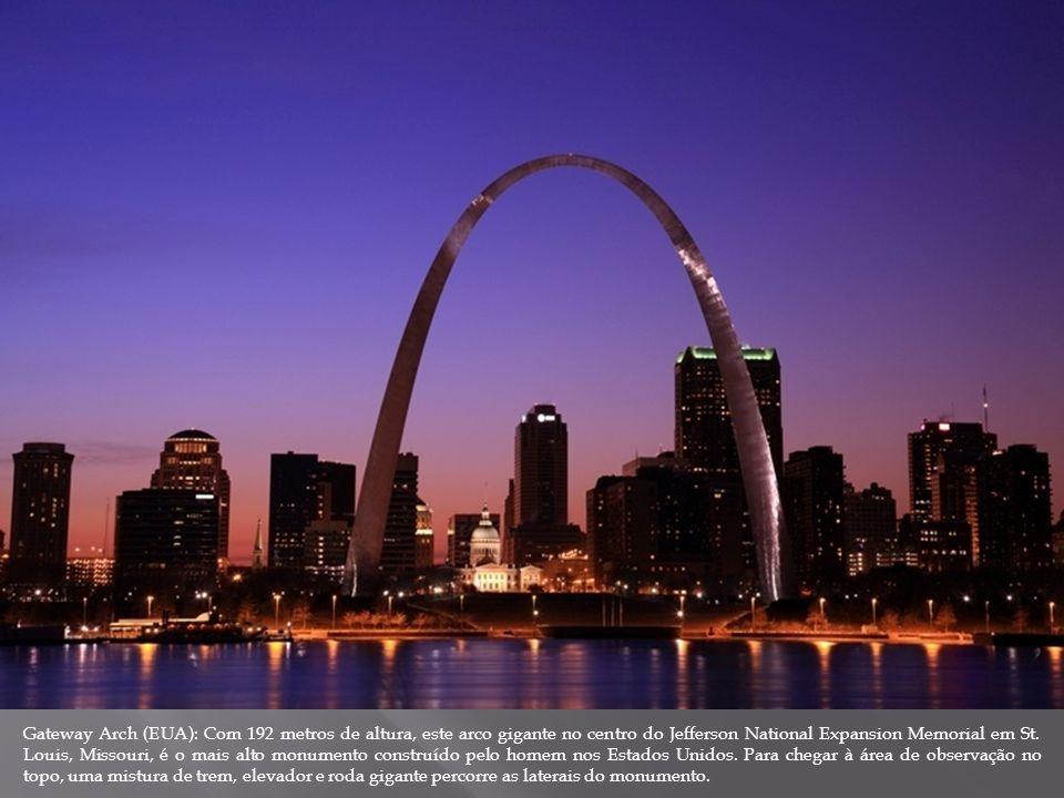 Gateway Arch (EUA): Com 192 metros de altura, este arco gigante no centro do Jefferson National Expansion Memorial em St. Louis, Missouri, é o mais al