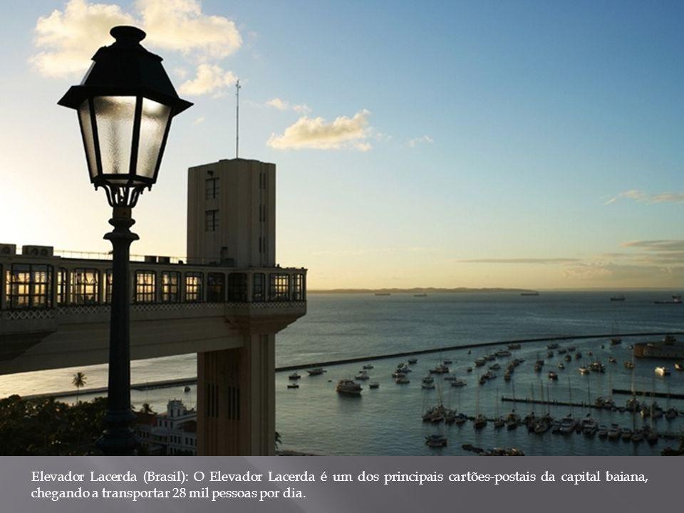 Elevador Lacerda (Brasil): O Elevador Lacerda é um dos principais cartões-postais da capital baiana, chegando a transportar 28 mil pessoas por dia.