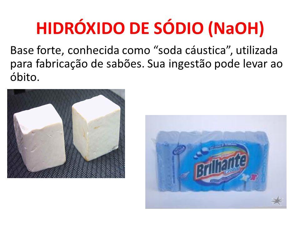 """HIDRÓXIDO DE SÓDIO (NaOH) Base forte, conhecida como """"soda cáustica"""", utilizada para fabricação de sabões. Sua ingestão pode levar ao óbito."""